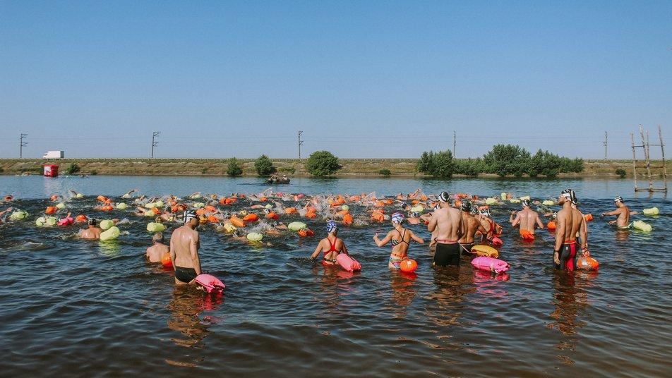 Міжнародний заплив через Дніпро-2021, Черкаси. фото