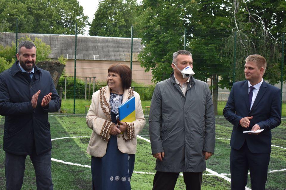 Відкриття футбольних поля в Новій Олександрівці. Фото