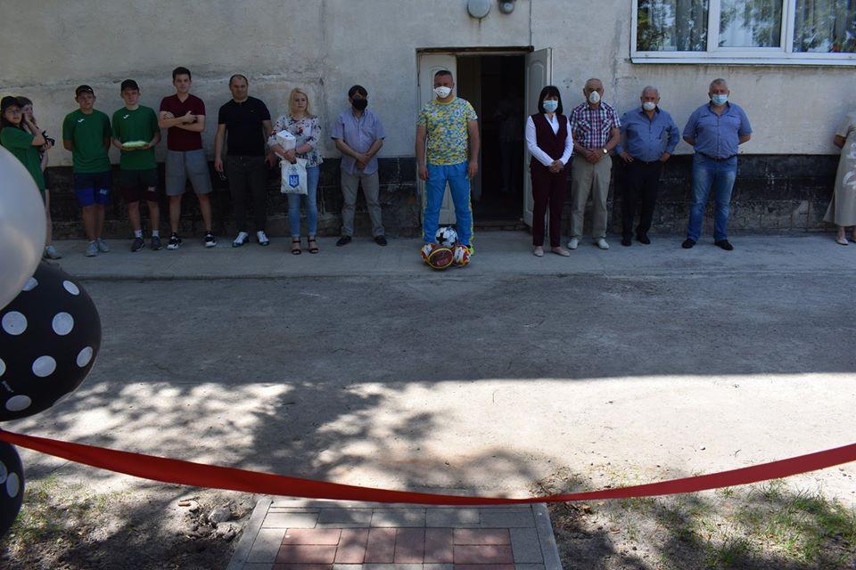 Відкриття воркаут-майданчика у Шкарівці. Фото