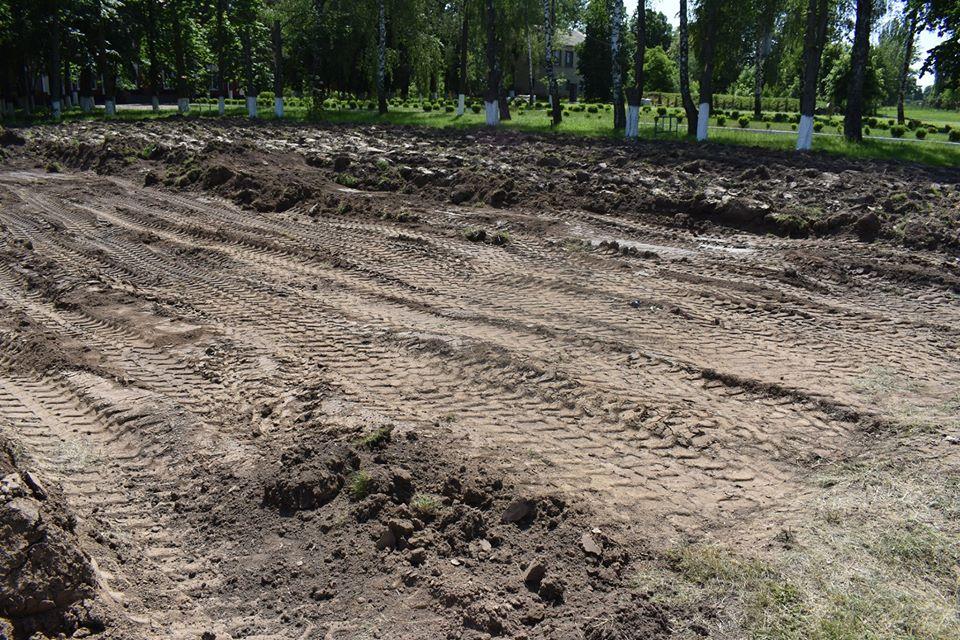Будівництво міні-футбольного поля в Розкішній. Фото