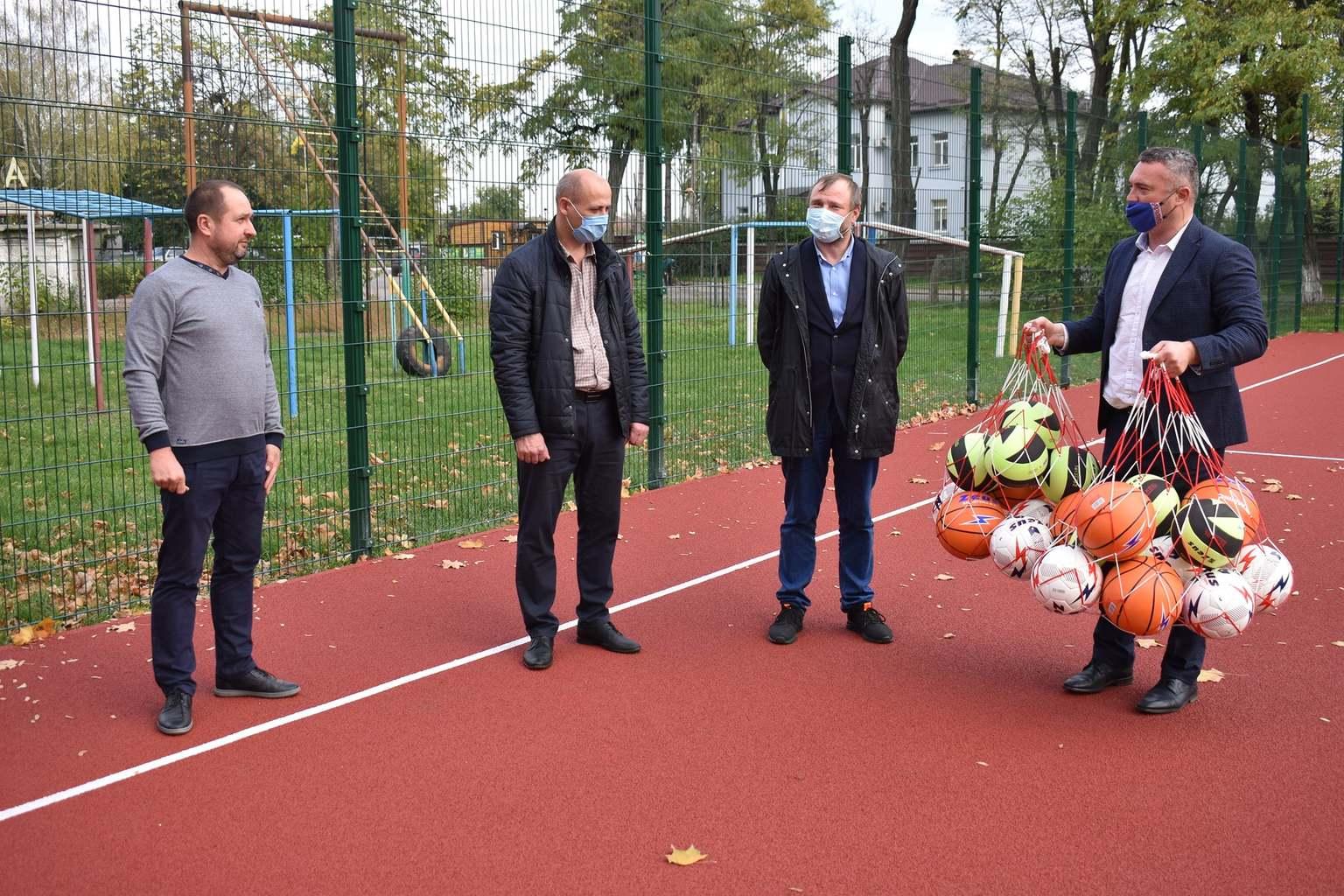 В Любарцях відкрито мультифункціональні майданчики. Фото
