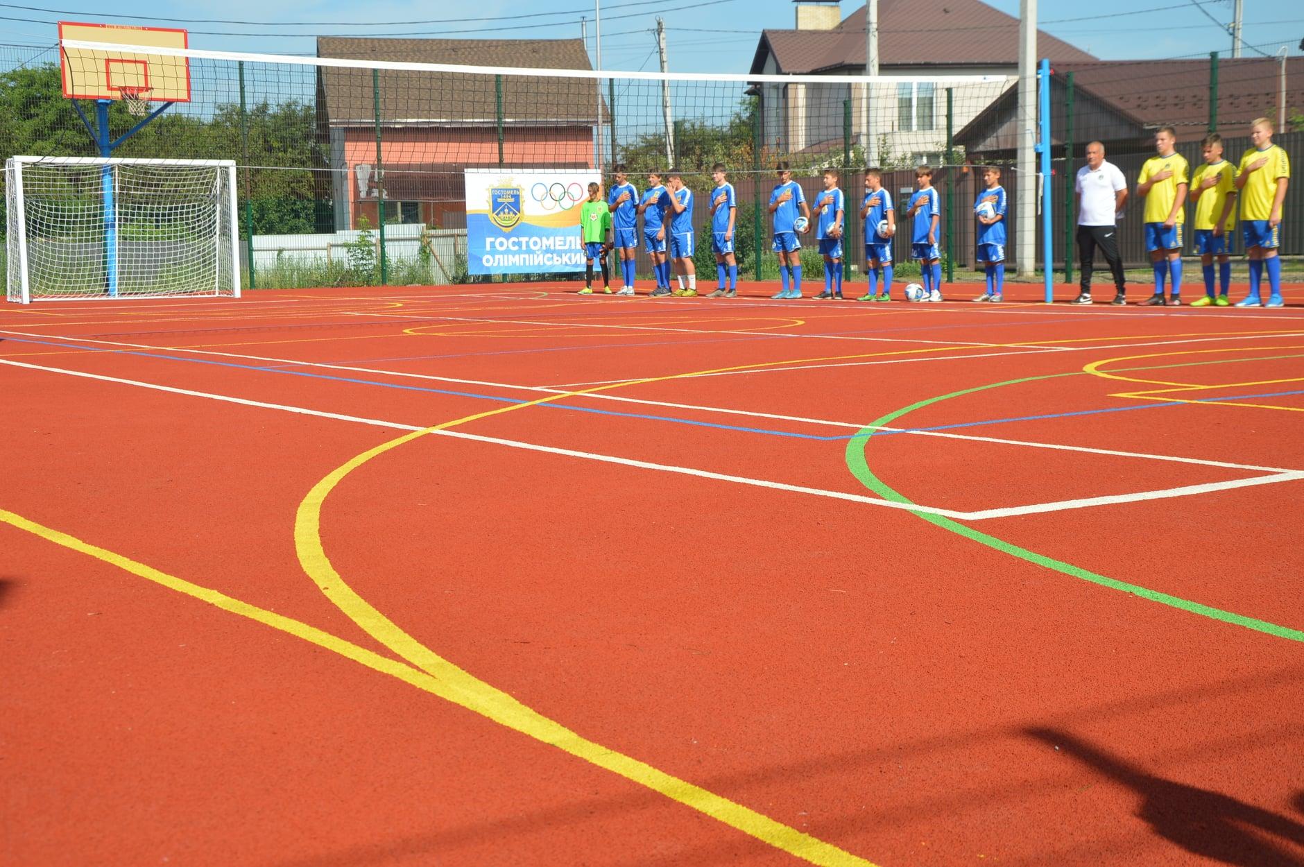 Відкриття мультифункціонального спортивного майданчика в Гостомелі. фото