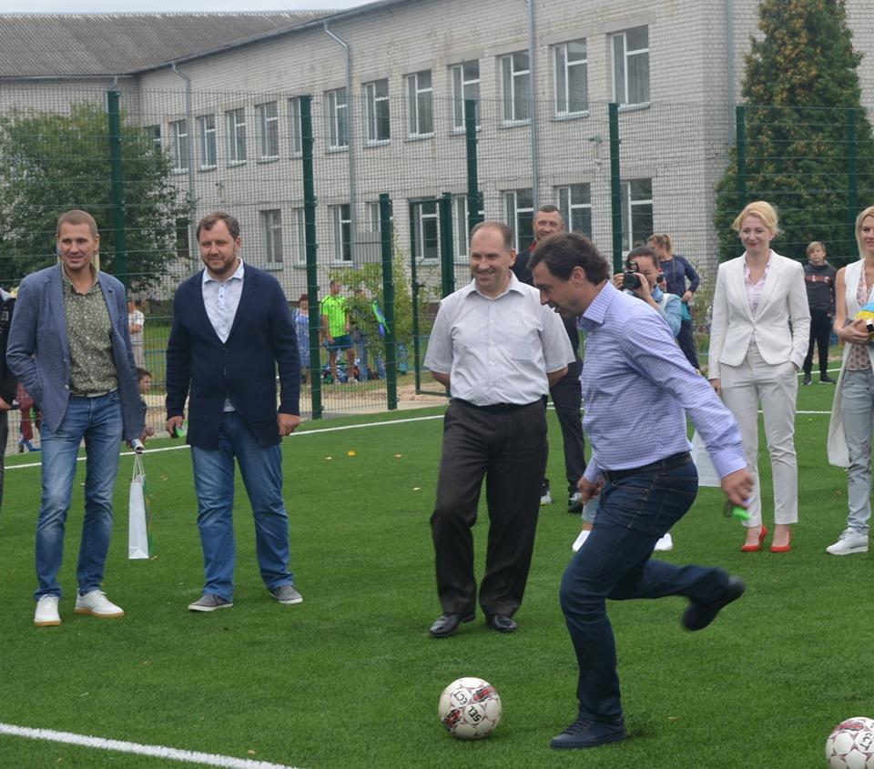 Відкриття футбольного поля в Гостомелі. Фото