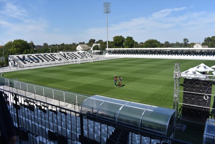 Відкриття стадіону Колос (Ковалівка). Фото