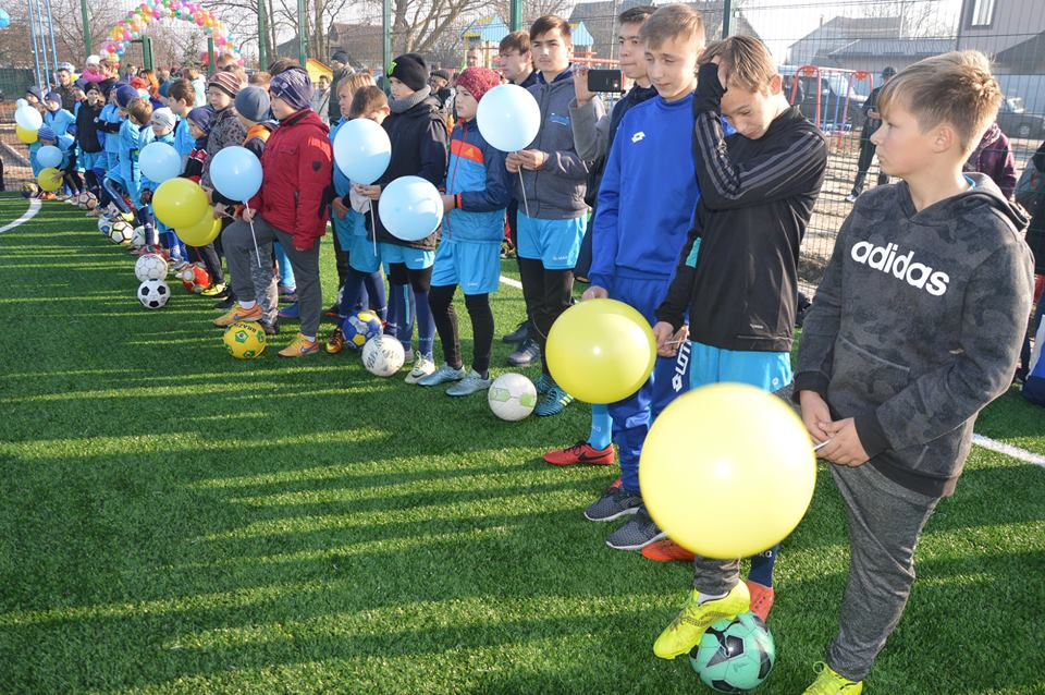 Відкриття футбольного поля у Шевченковому. Фото