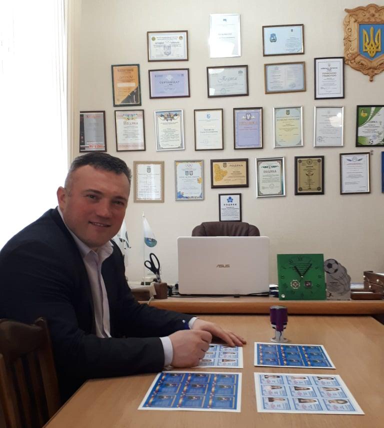Сергій Тимофєєв підписав посвідчення КМС. Фото