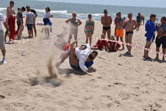 Чемпіонат України з пляжного самбо у трьох вікових категоріях.