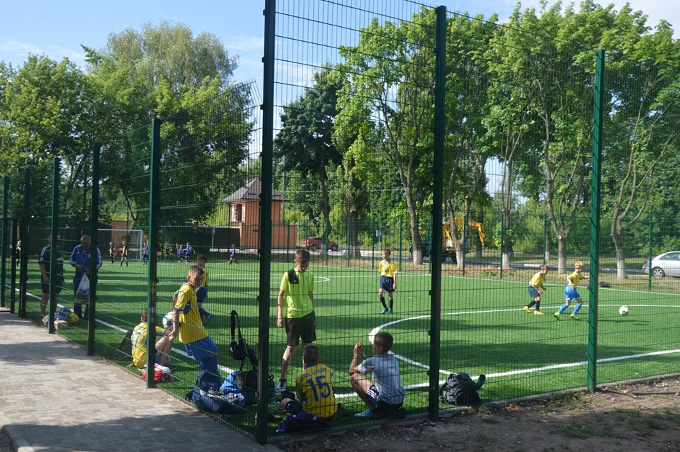 Відкриття футбольного поля в Броварах. Фото