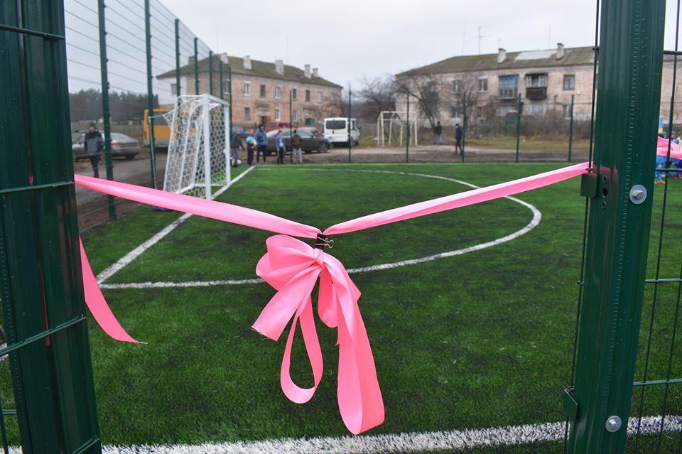 Відкриття міні-футбольного поля зі штучним покриттям. Фото