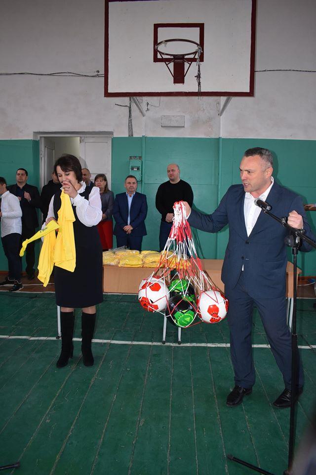 Відкриття футбольного поля в Бишеві. Фото