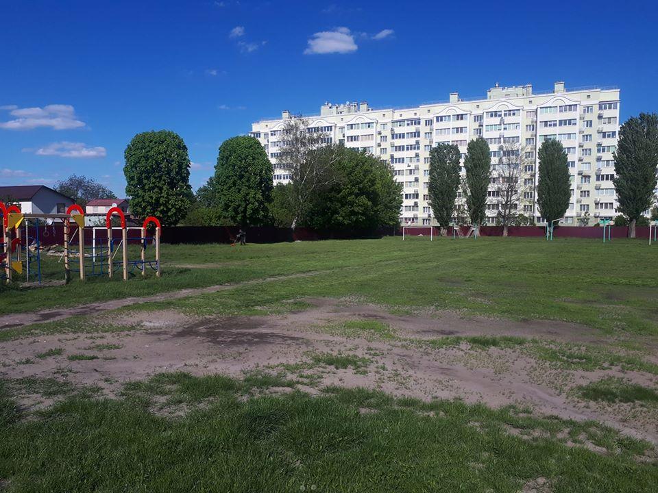 Будівництво спортивного майданчика в Борисполі. Фото