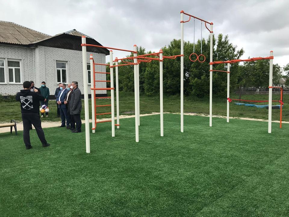 Відкриття спортивного майданчика в Гоголеві. Фото
