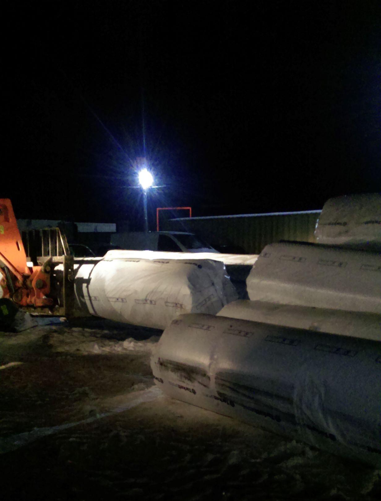 Передача штучного покриття для футбольного поля до Ставища. Фото
