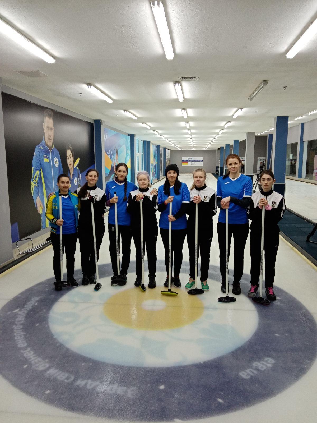 Спортсмени тренуються під керівництвом тренера регіонального центру Максима Сотнікова.