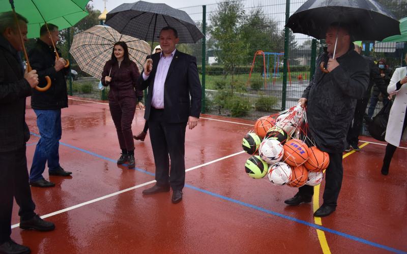 Василь Володін завітав на відкриття мультифункціонального майданчика до Луб'янки. Фото