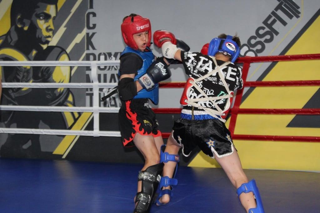 відбірковий турнір серед майстрів тайського боксу. фото