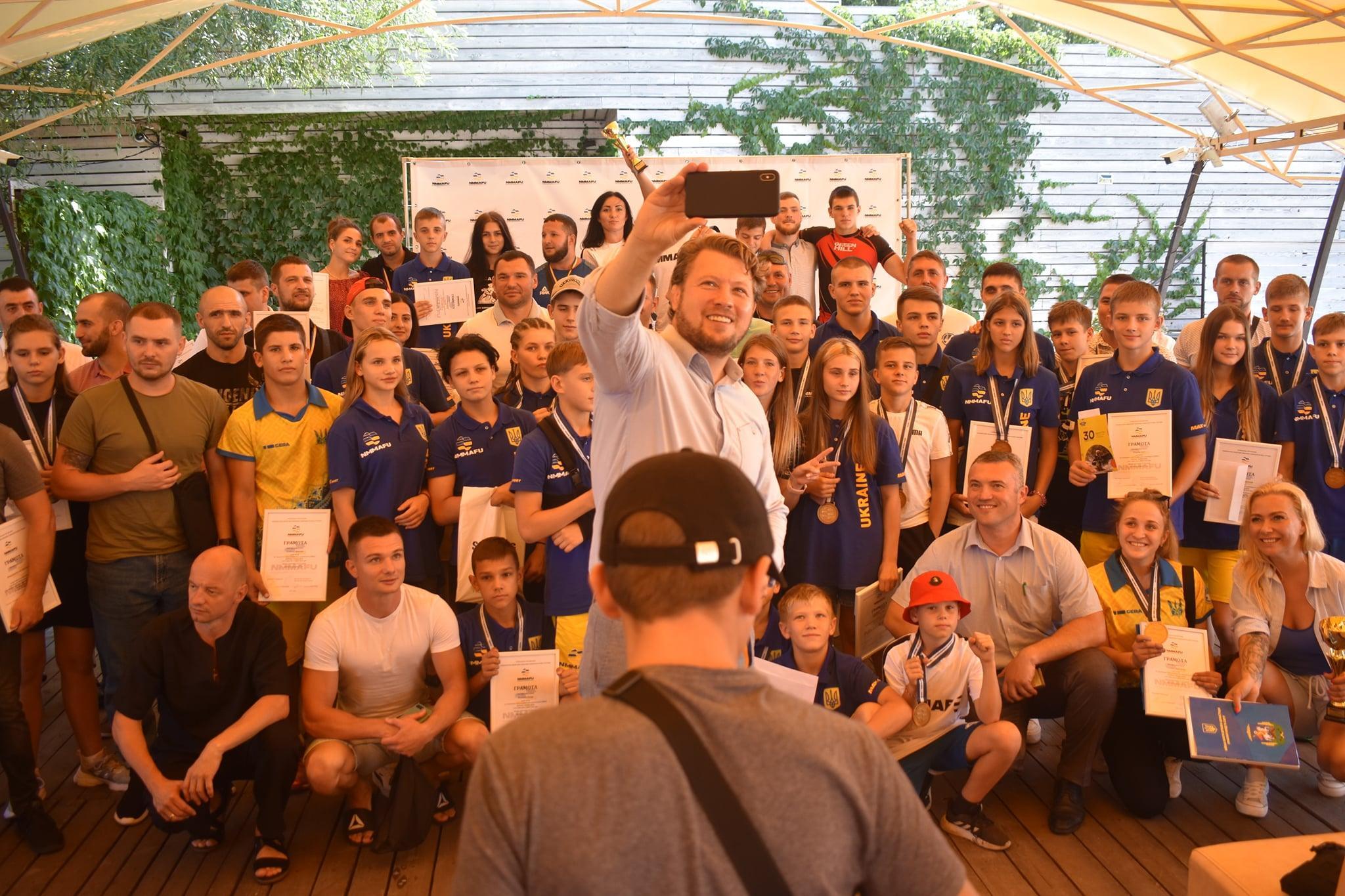 В Києві урочисто вшанували бійців ММА за перше місце на чемпіонаті світу. фото