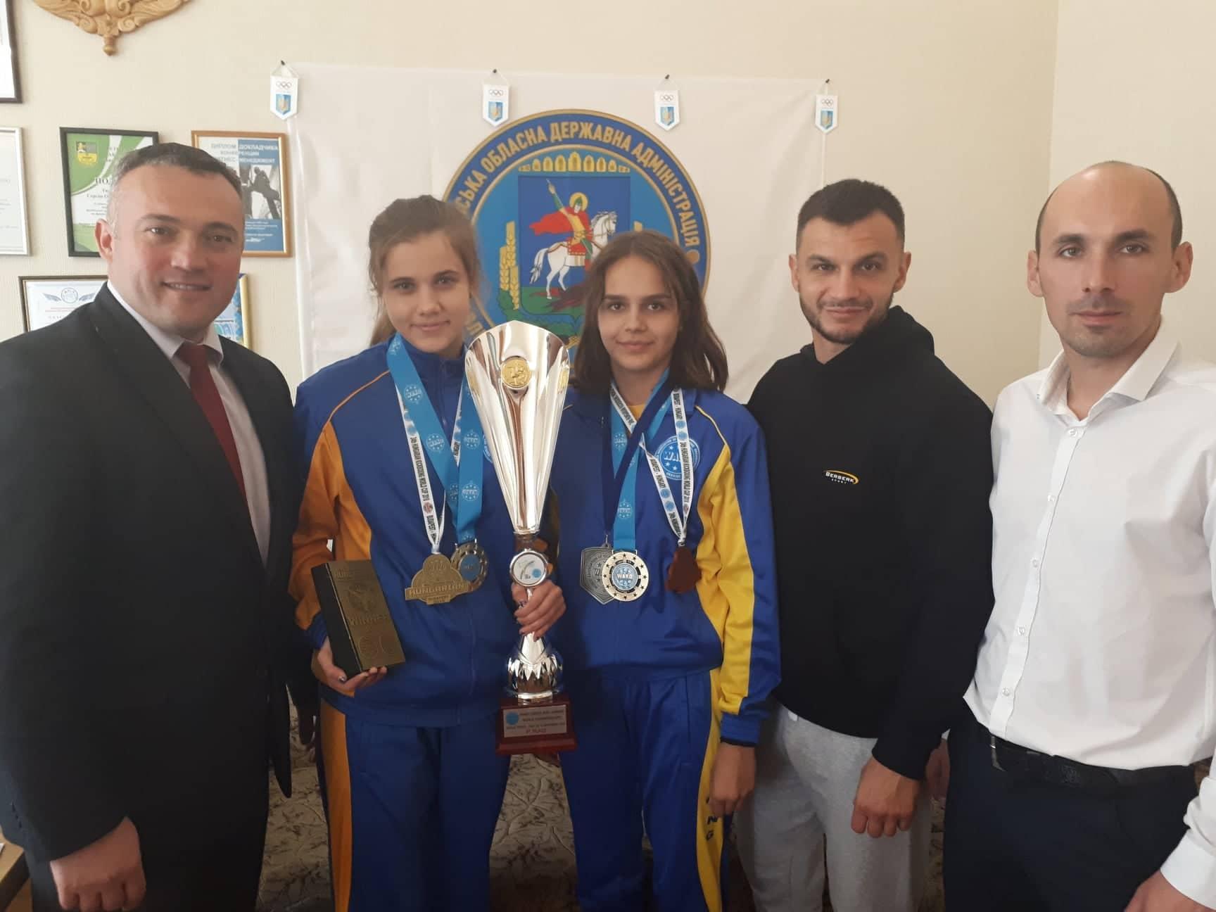 Сергій Тимофєєв зустрівся з переможцями ЧС з кікбосингу. Фото