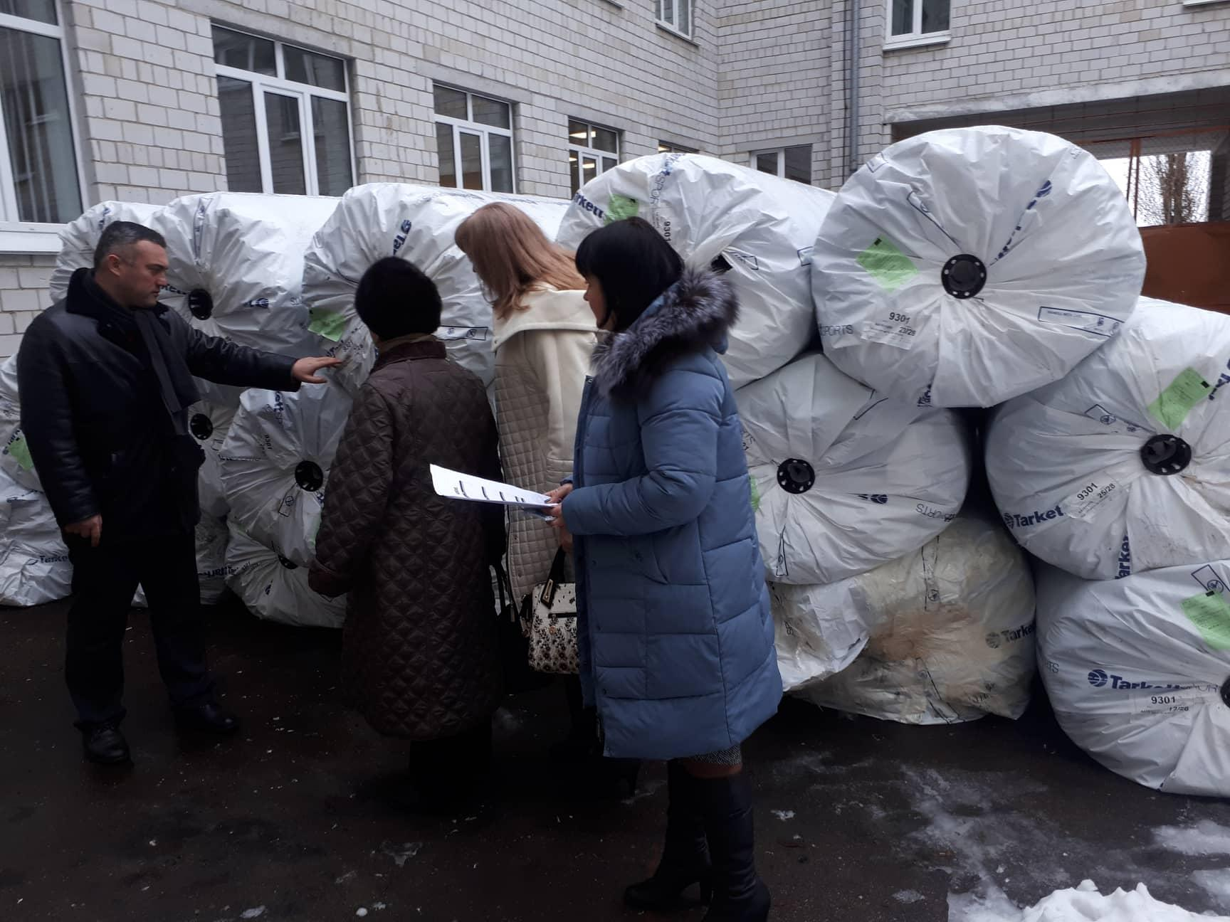 Передача комплекту для футбольного поля до Борисполя. Фото