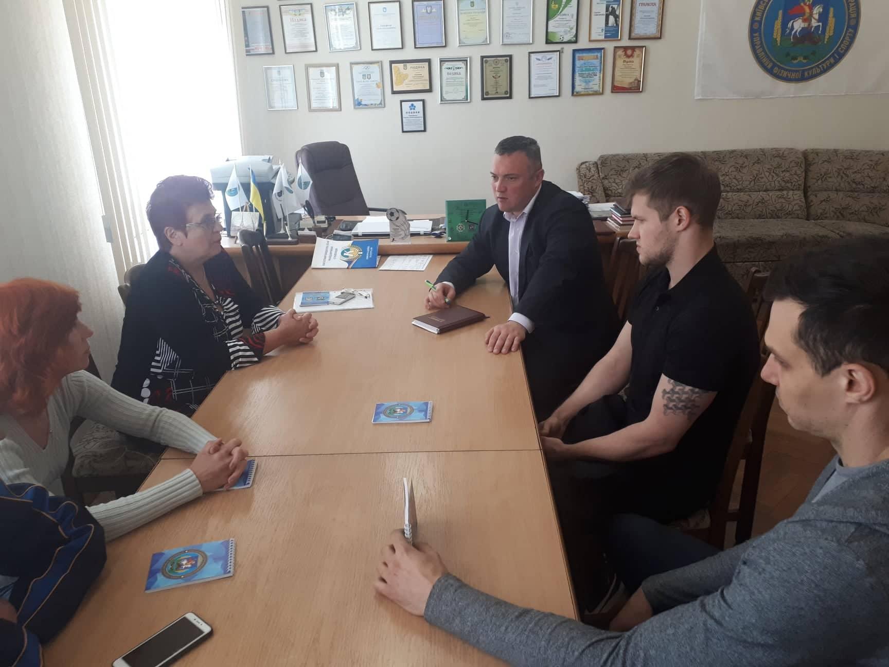 Сергій Тимофєєв зустрівся з титулованими плавцями Київщини. Фото