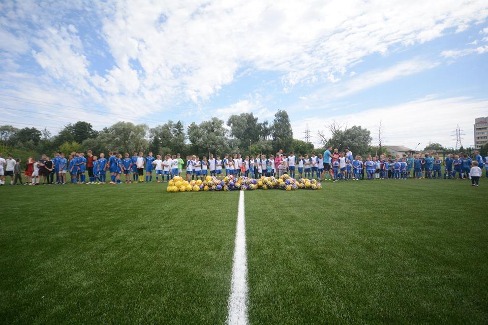 Відкриття футбольного поля у Вишгороді. Фото