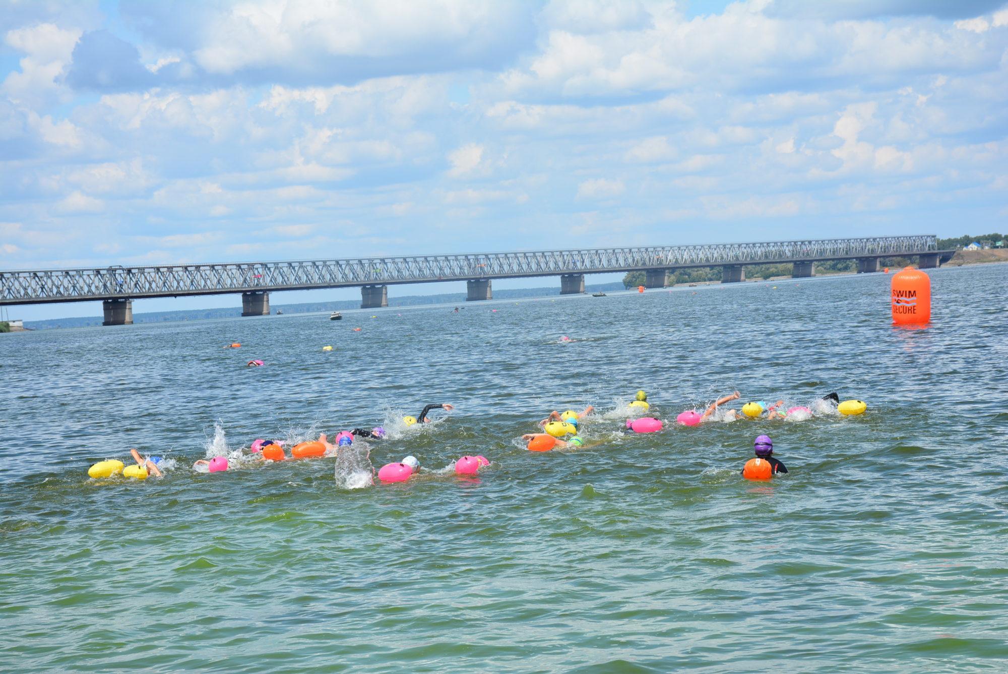 Міжнародний марафонський заплив через Дніпро. Фото