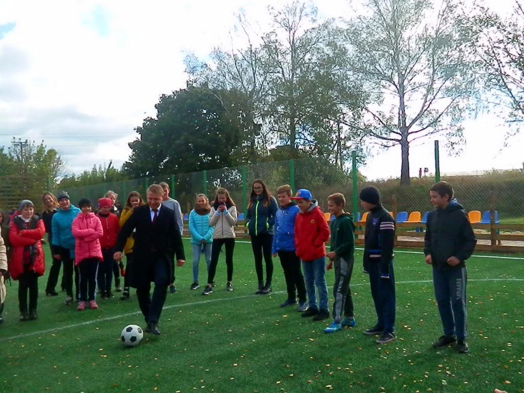 Відкриття футбольного поля у Миронівці. Фото