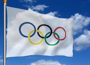 Підняття олімпійських прапорів. Фото