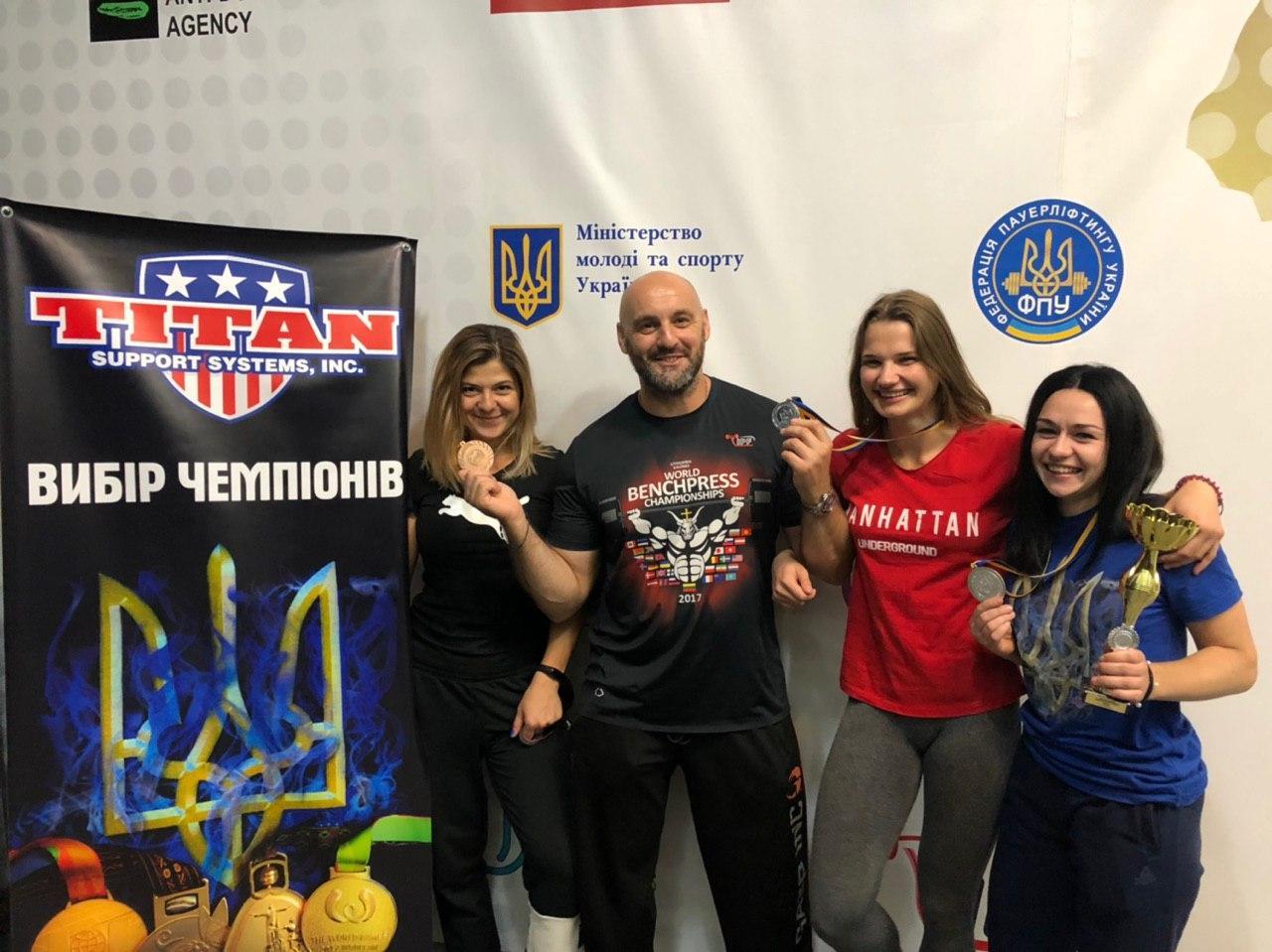 Чемпіонат України з класичного жиму лежачи серед усіх вікових груп. фото