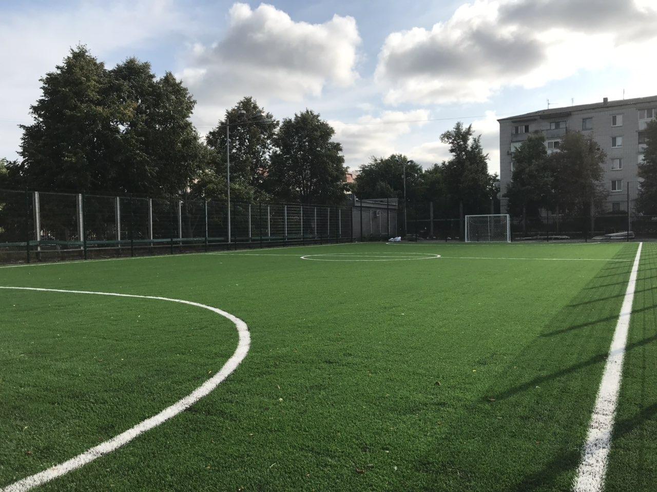 Футбольне поле в Баришівці. Фото
