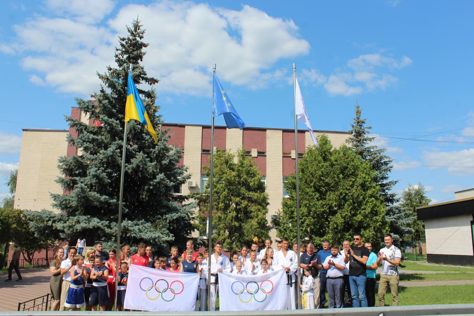 Підняття олімпійського прапора, Білогородська громада. фото